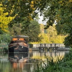 Canal-du-Midi-Peniche-Ecluse