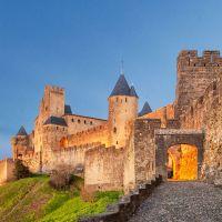 Cite-de-Carcassonne-Porte-Aude-Soir